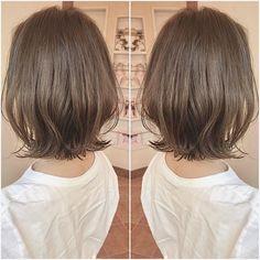 ウルフカット✂️ネオウルフ✂️大人ハイライト✨はInstagramを利用しています:「【先日インスタに載せてるハイライトと外ハネボブにしたいって御来店のお客様😍💙】 ・ ハイライトはかなりこだわりがあるのでやりたいっていってくれるととても嬉しいです😭😭😭 ・ 本当にありがとうございます✨🙇♂️ ・ 丁寧にお客様の髪質、骨格、ライフスタイルもお伺いした上で施術を行いま…」 Medium Hair Cuts, Medium Hair Styles, Short Hair Styles, Hair Makeup, Hair Color, Hair Beauty, Hairstyle, Women, Instagram