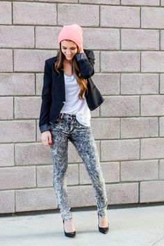 Acid wash denim and black blazer. Tee, jeans, structured jacket, and pumps. Perfect date night outfit. Style, fashion, black pumps, blogger, fashion blog