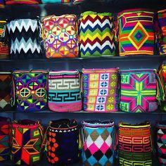 #mochilas #mochilaswayuu #bolsoswayuu #sombreroswayuu #wayuu #wayuubags #mochilasdecoradas #manillas #pulseras #guajira #paris #medellin #cali #pasto #cartagena #huila #antioquia #españa #barranquilla #panama #italia #china #japon #brasil #mexico #diseños #colores  #madrid #francia