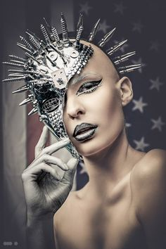 American Psycho Nailhead inspired by Statue of Liberty by Make Up Artist  Fercho. Photo by Martin Strauß via litmind.com
