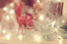Hayseed Homemakin': Firefly Christmas Lights. Tie lengths of tulle around each christmas light...wonderful idea. Place on mantle!