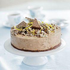 Tämä juustokakku vie kielen mennessään! Cheesecake Recipes, Dessert Recipes, Desserts, Buzzfeed Tasty, Good Food, Yummy Food, Yummy Eats, No Bake Cake, Sweet Recipes