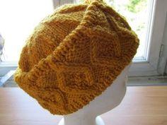 bonnet au tricot : je vous propose ce bonnet réalisé au tricot, vous trouverez toutes les explications et les diagrammes pour le réaliser Bonnet Crochet, Diy Crochet, Knitting Patterns, Crochet Patterns, Knitted Hats, Crochet Hats, Knitting Videos, Fair Isle Knitting, Vintage Knitting