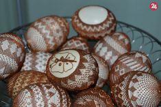 Veľká noc v Budatíne: Unikátne odrôtované vajíčka, ktoré musíte vidieť, FOTO a VIDEO | Žilina24.sk Stone Art, Easter Eggs, Lace, Wire, Eggs, Racing, Rock Art, Pebble Art