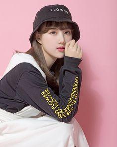 Gambar mungkin berisi: 1 orang, topi dan dekat Kpop Girl Groups, Korean Girl Groups, Kpop Girls, Extended Play, Gfriend Sowon, Cloud Dancer, Fandom, Summer Rain, G Friend