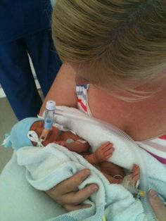 Companies Urged To Offer Parents Of Premature Babies Extended Leave, Like This Pioneering Employer Preemie Babies, Baby Boy Newborn, Preemies, Premature Baby Development, Nicu Quotes, World Prematurity Day, Micro Preemie, Child Loss, Psychology