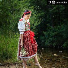 Ked ja na Toriśe noški umivala popod mojo noški ripka preplivala...  #praveslovenske od @ajahodka  #slovakia #slovensko #folk #folklor #folklore #folkstyle #folkscenery #folkdress #kroj #kroje #traditions #traditional #tradicie #girl #beauty #beautifulview #beautiful #beautifulgirl #beautifulday #dress #fashion #fashionblogger #style #trees