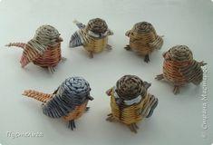 basket weaving and bird mobile - Ecosia Paper Basket Weaving, Willow Weaving, Newspaper Basket, Newspaper Crafts, Bird Crafts, Nature Crafts, Straw Art, Bird Mobile, Magazine Crafts