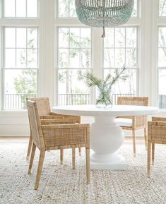 Bright and clean dinning room inspiration I've tried to caption this about 5 times, but have NO adequate words.😱 Who else could deal with this on the daily?🤩🌺 I think I've also fallen in love with and NEED to add it to my travel bucket list! Dining Room Inspiration, Home Decor Inspiration, Decor Ideas, Round Dining Table, Dining Chairs, Dining Rooms, White Round Kitchen Table, Round Dinning Room Table, Kitchen Table Chairs