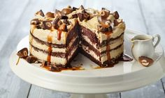 Aufregende Geburtstagstorten-Rezepte | Dr. Oetker Toffee Recipe With Crackers, Toffee Cookie Recipe, Cracker Toffee, Apple Recipes Video, Biscuits Au Caramel, Chocolate Cream Cake, Apple Pie Smoothie, Small Cake, Baking And Pastry