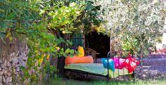 Villa de Lorgues - maison d'hôtes en Provence (Var) – Découvrez une splendide maison d'hôtes en Provence, dans le département du Var, nichée au cœur du village médiéval de Lorgues, non loin de Cannes, du Golfe de St Tropez et des Gorges du Verdon. Bienvenue à la Villa de Lorgues ! Cet hôtel particulier du 18e propose un confort haut de gamme dans une ambiance à la fois raffinée et authentique (escalier de ...