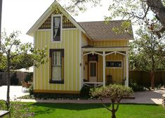 This La Jolla Historic Cottage. It says the house is only 450sq.ft. but by the look of the house & it's rooms, I'd say that is for only one floor, making it 900sq.ft. Still cute, though.