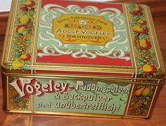 2x BLECHDOSE ADOLF VOGELEY PUDDINGPULVER FABRIK HANNOVER+VINTAGE+ALTE WERBUNG