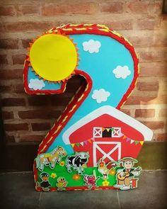 piñata granja de zenon con caramelos y papel picado Leo Birthday, Farm Animal Birthday, Birthday Angel, Farm Birthday, 1st Birthday Girls, 2nd Birthday Parties, Barn Parties, Farm Party, Farm Theme