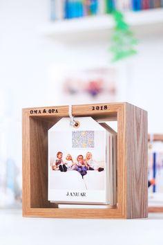 DIY Fotokalender im Holzrahmen: Bildlein, wechsel dich! Diy Calendar, Photo Calendar, Calendar Design, Diy Presents, Diy Gifts, Handmade Gifts, Diy Photo, Calendrier Diy, Pot Mason Diy