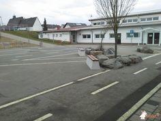 Betonbank DeLuxe bij Lotte-Eckart-Schule in Waldsolms