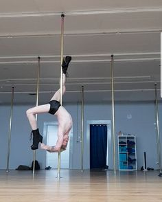 ideas for pole dancing poses male Pole Dance, Shakira Belly Dance, Ballroom Dance Quotes, Children Of The Revolution, Salsa Dancing, Street Dance, Sexy Poses, Dance Photography, Human Figures