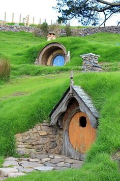 in a hobbit house for a week - This is on Matthew& list for sure!, live in a hobbit house for a week - This is on Matthew's list for sure!, live in a hobbit house for a week - This is on Matthew's list for sure! Fairy Houses, Play Houses, Garden Houses, Houses Houses, Casa Dos Hobbits, Underground Homes, Unusual Homes, Earth Homes, Natural Building