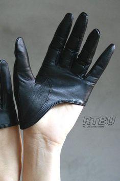Genuine Lambskin Leather Fashion Runway Model Cut Away Punk Rocker Biker Glove top quality genuine sheepskin leather biker gloves for male and Gloves Fashion, Fashion Accessories, Costume Accessories, Lambskin Leather, Leather Gloves, Biker Leather, Leather Jackets, Caroline Reboux, Biker Gloves