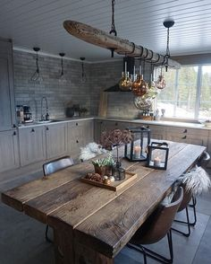 This rustic kitchen is so beautiful! We would LOVE a huge wooden table like thi… This rustic kitchen is so beautiful! 😍 We would LOVE a huge wooden table like. Dining Room Design, Interior Design Living Room, Modern Interior, Kitchen Design, Interior Styling, Rustic Table, Wooden Tables, Wooden Kitchen, Rustic Kitchen