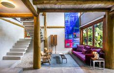 A arquitetura erguida em estrutura de eucalipto tratado passou por uma reforma para se adaptar aos novos moradores