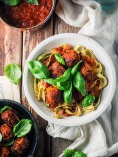 Linssipyörykät, tomaattikastike ja tagliatellea