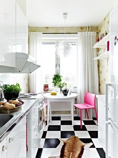 """cosy-studio-apartment""-- Our studio apartments did not look like this, but I wish they did. Apartment Living, Room Design, Interior, Studio Apartment Kitchen, Small Room Design, Home Decor, Apartment Decor, Apartment Inspiration, Apartment Kitchen"