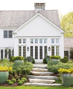 Sharing our #divertirseproject today on Beckiowens.com today. Love this white exterior and perfect landscaping.
