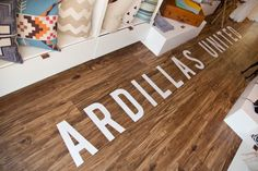 This Former Doritos Truck Has Been Transformed Into A Mobile Fashion Boutique Retail Boutique, Beach Boutique, Boutique Decor, Mobile Boutique, Mobile Shop, Boutique Interior, Fashion Boutique, Boutique Ideas, Vinyl Wood Flooring