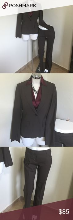"""Theory Dress Suit Jacket Pants Brown Wool M 6 L32 Label- Theory  Style- Jacket-, """"Gabe"""" lined, 1 button front, decorative pockets Pants- """"Max"""" back tabbed pockets, full straight leg, belt loops, unlined  Size-6 for both pieces, shown on a size 2 mannequin & pinned Jacket-B- 36,W-31.5 H-38, Between shoulders-14, Length from back seam to hem-24, Sleeves-25 Pants-Inseam- 32, Waist- 32 Hips-41 Leg opening-10 Rise-9  Color- Brown  Fabric-96% Wool, 4%Spandex Condition-Lightly worn, no exterior…"""