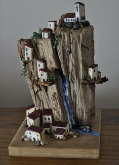 Indoor Gardening Quick, Clean Up, And Pesticide Free - Make Your Own Casaldea: Arte En Madera Con Historia Driftwood Sculpture, Art Sculpture, Driftwood Art, Ribbon Sculpture, Wooden Art, Wooden Crafts, Wood Wall Art, Small Wooden House, Driftwood Projects