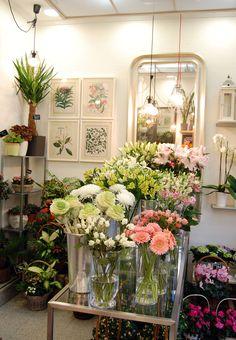 Muchas flores en Moonflower #flores #brassica #gerbera #alstroemeria #lilium #alstroemeria #rosa