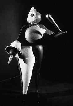 oskar schlemmer triadic ballet