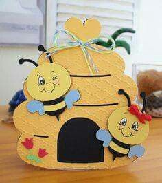 Coconut Lounge Creations: Cricut inspiration and more .Create a Critter - Bee Cricut CardThe inspiration for the card with the bees is from a card I saw made on you tube. Made with Create A Critter Cricut cartridge . Kids Crafts, Diy And Crafts, Paper Crafts, Create A Critter, Bee Cards, Shaped Cards, Cricut Cards, Stampin Up Cards, Spring Crafts