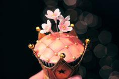Cupcakes Take The Cake Crown Cupcakes, Fancy Cupcakes, Princess Cupcakes, Flower Cupcakes, Cupcake Art, Cupcake Cookies, Cupcake Tumblr, Savarin, Beautiful Cupcakes