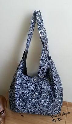 Maxi-bolsa preta e branca detalhes caveiras!