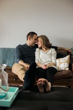 Cozy in home engagement session by Natural Light Photographer Emma Davidson (Karitas Photography)