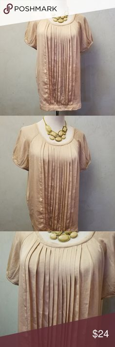 Simply Vera Wang cardboard top In perfect condition, missing the belt but the loops are there. 100% polyester Simply Vera Vera Wang Tops
