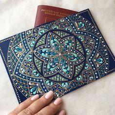 Ну вот... готово почти, осталось лаком покрыть#pointtopoint#роспись#точечнаяроспись#обложканапаспорт#подарок#бирюза#hobby#handmade#passport#present