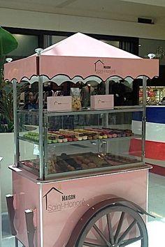 Le Postillon - macarons cart
