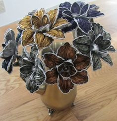 Creation with Nespresso capsule - a cup of imagination Dosette Nespresso, Fleurs Diy, Coffee Pods, Diy Arts And Crafts, Beads And Wire, Recycled Crafts, Flower Tutorial, Diy Flowers, Creations