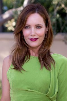 Leslie Mann: Barely-There Waves