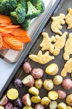 Dinosaur Sheet Pan Dinner a kid-friendly meal ready in 30 minutes. Made with chicken, potatoes, and veggies,so simple the kids can even put together. #ad #PlayWithYourFood #YummyDinoBuddies #DinnerHack