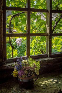 Snowshill Manor garden still life, Cotswolds (England) by Bob Radlinski Window View, Window Art, Open Window, Unique Gardens, Beautiful Gardens, My Love Photo, Cottage Windows, Manor Garden, Path Design