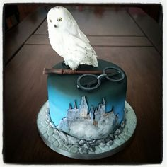 #Harry Potter #Hedwig #Howarts #fondant #cake #handpainted #airbrush #RedVelvet