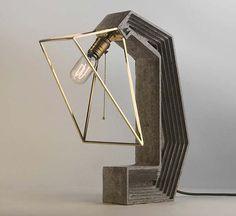 Итальянская студия дизайна Daevas studio из Милана представила оригинальную разработку настольной лампы, в которой обычно скрытые от глаз конструктивные элементы и материалы становятся основой визуальной концепции.  http://pictorama.ru/dizajn/484-daevas-studio-metal-concrete-lamp