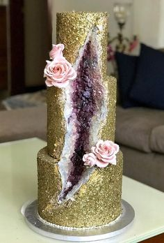 geode wedding cakes gold cake with geode tiernom patisserie 2 Tier Wedding Cakes, Crazy Wedding Cakes, Ivory Wedding Cake, Wedding Cake Roses, Unique Wedding Cakes, Wedding Cake Designs, Wedding Cake Toppers, Wedding Bride, Crazy Cakes