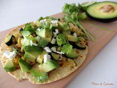 Tortillas de maïs aux courgettes, avocats et citron vert