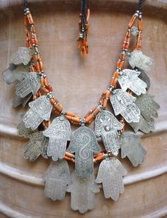 Hamsa necklace with coral. What a beautiful necklace with so much character and history. Tribal Jewelry, Silver Jewelry, Silver Beads, Hand Der Fatima, Bling Bling, Collar Hippie, Moroccan Jewelry, Jewelery, Jewelry Necklaces