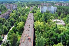 Pripyat, a city of nearly was totally abandoned after the nearby Chernobyl nuclear disaster in Nature now rules the city in what resembles an apocalyptic movie. more photos of abandoned places at this site) Abandoned Buildings, Abandoned Places, Chernobyl Today, Chernobyl Disaster, Most Haunted, Haunted Places, Nagasaki, Hiroshima, Places